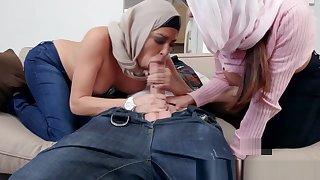 Arab stepmom licks teen pussy while fucking
