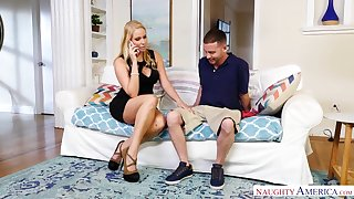 Whore wife Vanessa Cage seduces worker while her husband is on a liaison driveway