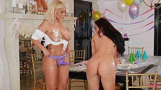 Lesbo models Bridgette B and Whitney Wright have sex thither a strapon